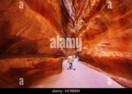Die SIG Haupteingang, die antike Stadt Petra. Süden von Jordanien - Stockfoto