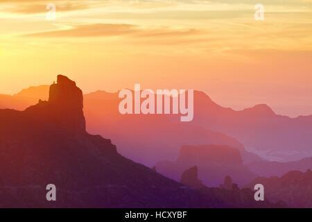 Roque Bentayga bei Sonnenuntergang, Gran Canaria, Kanarische Inseln, Spanien - Stockfoto