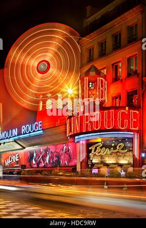 """Moulin Rouge (""""rote Mühle"""") eines der weltweit berühmtesten Kabaretts, am Pigalle Viertel, in der Nähe von Montmartre, Paris, Frankreich"""