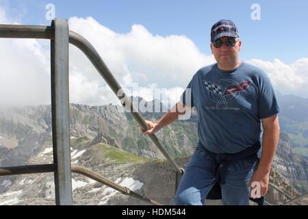 Ein amerikanischer Tourist tragen eine Corvette t-shirt klettert die letzten Treppen an der Aussichtsplattform auf - Stockfoto