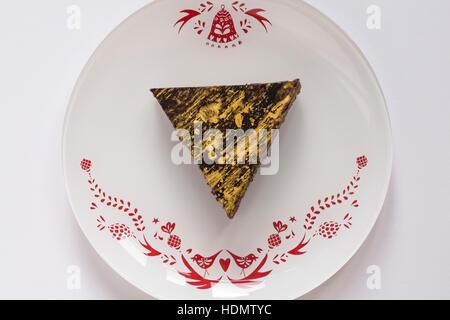M & S Weihnachten Schokolade & Mandarin Desserts - Mandarin Dessert auf festlichen Teller - Stockfoto