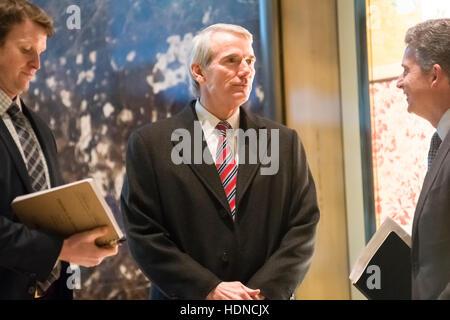New York, USA. 14. Dezember 2016. US-Senator Robert Portman (Republikanische of Ohio) wird bei seiner Ankunft im - Stockfoto