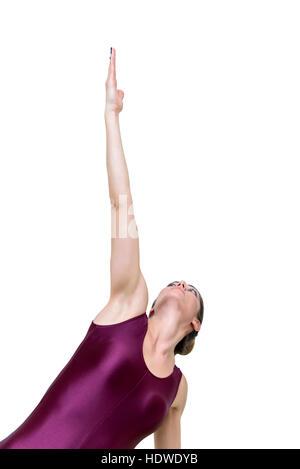 Hübsche junge Frau praktizieren Yoga bei Seite Planke auf die Knie-Pose im studio - Stockfoto