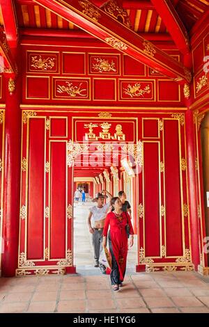 Offene Galerie in Khon Thai Residenz (Queen es Privatwohnung). Kaiserstadt Hue, Vietnam. - Stockfoto