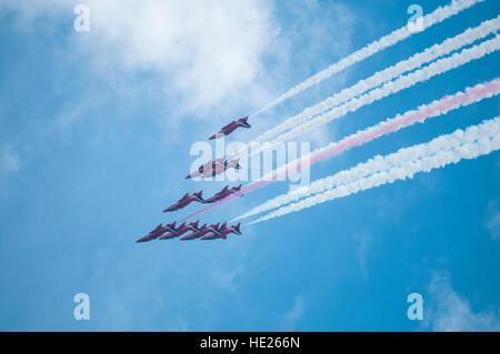 Die Red Arrows anzeigen Team in Aktion auf der Clacton Airshow 2013 - Stockfoto