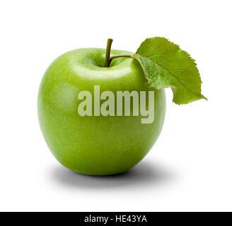 Grüner Apfel mit Blatt, Isolated on White Background. - Stockfoto