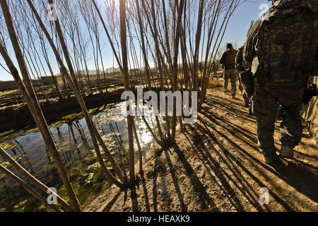 US-Soldaten vom 4. Bataillon, 23. Infanterie-Regiment führen eine Kampf Patrouille in Helmand Provinz, Afghanistan, - Stockfoto