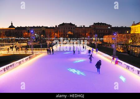 Eisbahn in Zagreb Stadt vor Art Pavilion in der Weihnachtszeit - Stockfoto