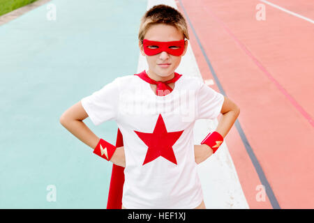 Superheld junge Phantasie Freiheit Glück Konzept - Stockfoto