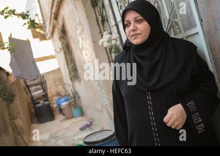 Jordanische Frau in Zarqa, Jordanien. - Stockfoto