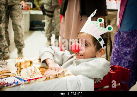 Najibullah, 10, übt seine Amtspflichten als grand Marshal von Craig Joint-Theater Krankenhaus New Year es Day Parade - Stockfoto