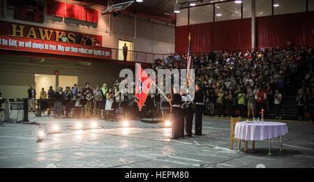 Während einer Zeremonie, Veterans Day, 10. November 2015 präsentiert das Color Guard Team an der Rossview High School, - Stockfoto