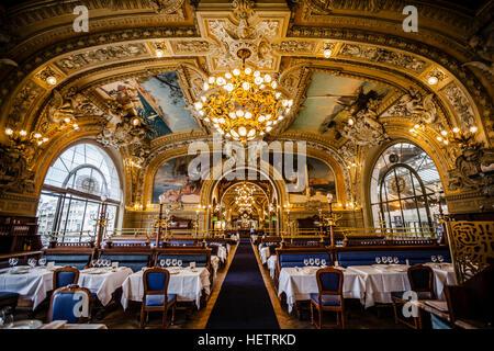 Famous Restaurant Le Train Bleu am Gare de Lyon in Paris - Stockfoto