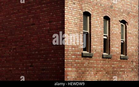 Ein Brick ist ein Block oder eine einzelne Einheit eine geknetete Ton tragenden Boden, Sand und Kalk oder Beton - Stockfoto