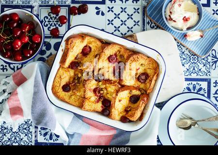 Kirsche Brot und Butter pudding - Stockfoto