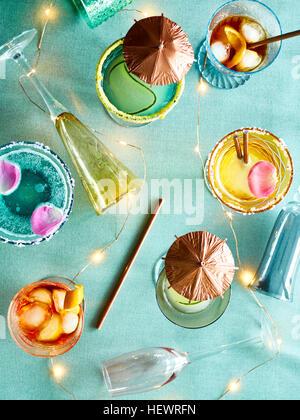 Dekorative Leuchten und Party-cocktails - Stockfoto