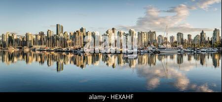 Panoramablick auf die Skyline der Stadt, Vancouver, Kanada - Stockfoto