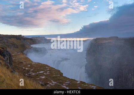Dettifoss. Im Vatnajökull N.P. im Nordosten Islands gelegen, ist es der mächtigste Wasserfall Europas. - Stockfoto