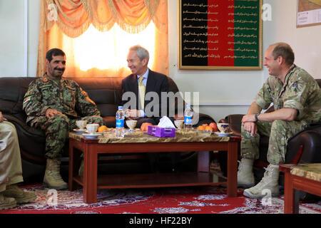 Von links: Afghan National Army (ANA) Generalmajor Sayed Malook, der Kommandeur der Afghanistan 215. Korps, Sir - Stockfoto