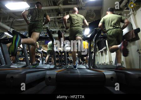Korporale Joseph A. Membreno, links, Bryon H. Wulf, Zentrum und Steven D. Riggan, alle mit der 24. Marine Expeditionary - Stockfoto