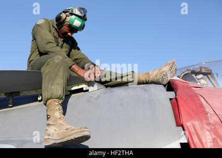 US Marine CPL. Tremaine Harris, ein Mechaniker Flugwerk mit Marine Attack Squadron 211, speziellen Zweck Marine - Stockfoto
