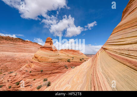Sandstein Butte - eine bunte Sandstein Butte, neben der berühmten The Wave am North Coyote Buttes, Page, Arizona, - Stockfoto