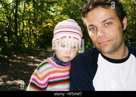 Vater und drei-jährige Tochter - Stockfoto