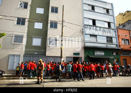 SÃO PAULO, SP - 29.12.2016: ENTREGA DE APARTAMENTOS DA PRIMEIRA PPP - anlässlich Gouverneur Geraldo Alckmin in den Morgenstunden des Donnerstag (29), Rua São Caetano im Zentrum von São Paulo, 126 Wohnungen der ersten Public-Private Partnership (PPP) im Land Gehäuse für einkommensschwache Familien. Sie nahmen an der Veranstaltung Bürgermeister Fernando Haddad und dem Bürgermeister John Doria. (Foto: Aloisio Mauricio/Fotoarena)