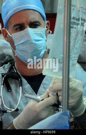 Zimmer Überwachung während einer Operation in der Neurochirurgie ...