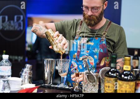 Kiew, Ukraine - 30. Oktober 2016: Barmann Festival. Gut aussehend bärtige Hipster mit langem Bart und Schnurrbart - Stockfoto
