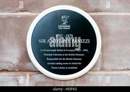 Eine Tafel zum Gedenken an Sir Anthony Panizzi Picton-Bibliothek in Liverpool. - Stockfoto