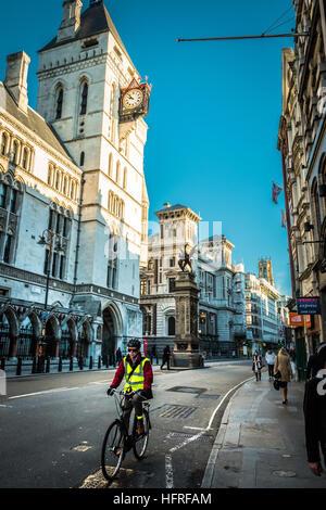 Den königlichen Höfen von Gerechtigkeit, Fleet Street, London, England, UK - Stockfoto