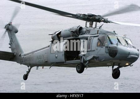 """050718-N-9866B-130-Pazifik (18. Juli 2005) – ein MH-60 Seahawk Hubschrauber, zugewiesen """"Totschläger"""" der Hubschrauber - Stockfoto"""