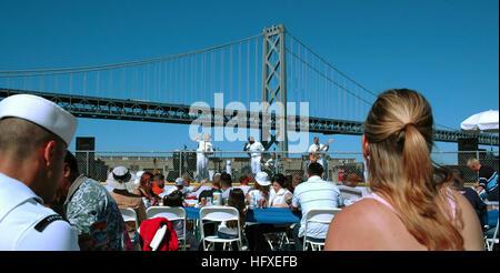 051009-N-9306C-001 San Francisco (9. Oktober 2005) Ð The Navy Rock Band ÒMillenniumÓ der Marine Band Südwesten, - Stockfoto