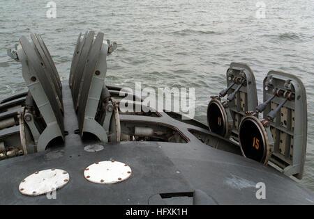 Die Luken der 12 vertikal-Tomahawk Rakete Startröhren stand auf offener den Bogen von der Atom-u-Boot USS OKLAHOMA - Stockfoto