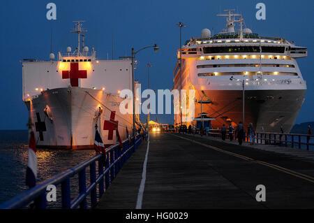 110808-N-EP471-613 LA JULIETA, Costa Rica (8. August 2011) The Military Sealift Command Lazarettschiff USNS Comfort - Stockfoto