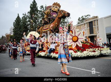 Los Angeles, USA. 2. Januar 2017. Gleitkommazahl marschiert während der 128. Rose Parade am Colorado Boulevard in - Stockfoto