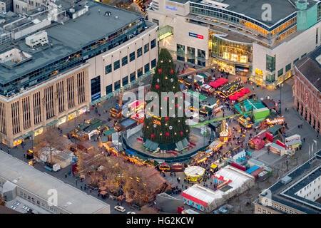 weihnachtsmarkt und der gr te weihnachtsbaum der welt. Black Bedroom Furniture Sets. Home Design Ideas