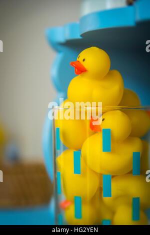 Rubber Duck Spielzeug im Badezimmer