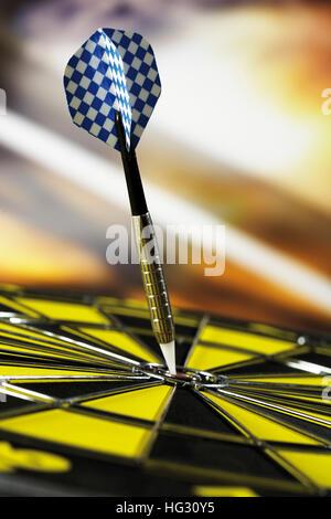 Dart im bullseye - Stockfoto
