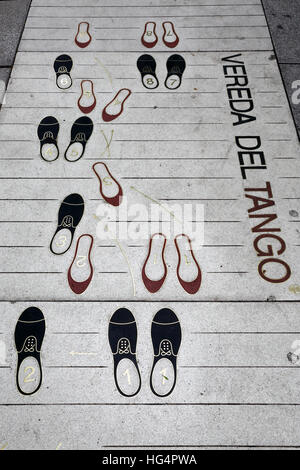 Pflaster mit Tango Tanz Schritte, Buenos Aires, Argentinien, Südamerika - Stockfoto