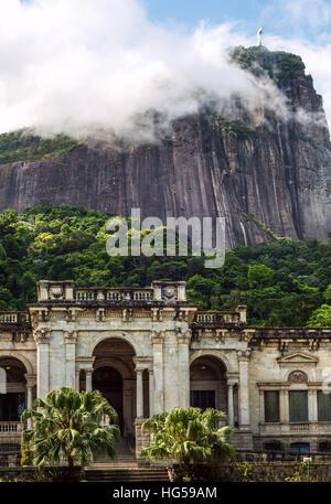 Rio De Janeiro, Brasilien - 3. Januar 2017: italienische Architektur Stil Villa in Parque Lage. Es ist jetzt eine Schule der visuellen Künste von Rio de Janeiro Stockfoto