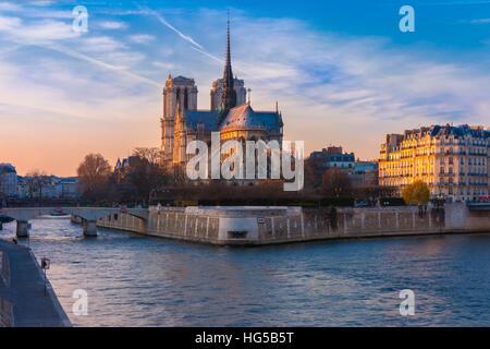 Kathedrale von Notre Dame de Paris bei Sonnenuntergang, Frankreich - Stockfoto
