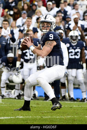 Pasadena, Kalifornien, USA. 2. Januar 2017. Quarterback Trace McSorley von der Penn State Nittany Lions in Aktion - Stockfoto