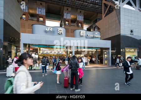 Kyoto Station Eingang, Japan - Stockfoto
