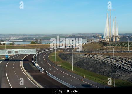 Die Queensferry Crossing im Bau. Die neue Brücke führt über den Firth of Forth-Mündung Verkehr. - Stockfoto