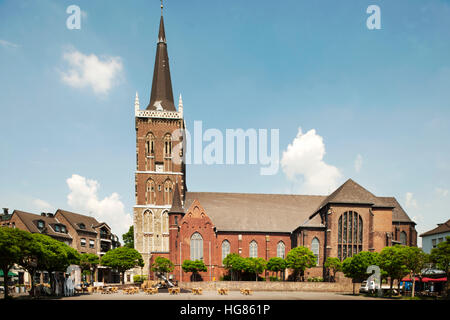 pfarrkirche st peter und paul in der ortsmitte von eslohe eslohe sauerland nordrhein. Black Bedroom Furniture Sets. Home Design Ideas