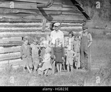 Armen Bauernfamilie auf einem Bauernhof in der Nähe von Andersonville, Tennessee, 1933. - Stockfoto