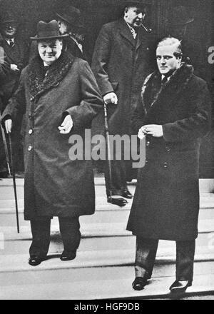 2. März 1938 Winston Churchill mit seinem Sohn Randolph zum Zeitpunkt der Anthony Edens Rücktritt aus dem Schrank. - Stockfoto