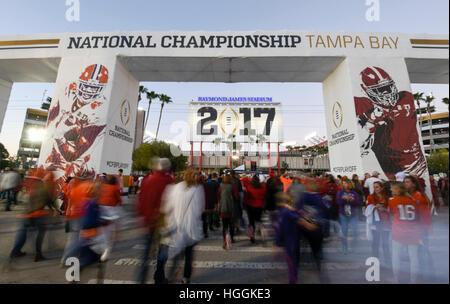 Tampa, USA. 9. Januar 2017. Fans finden ihren Weg in Raymond James Stadium um die nationale Meisterschaft der College - Stockfoto
